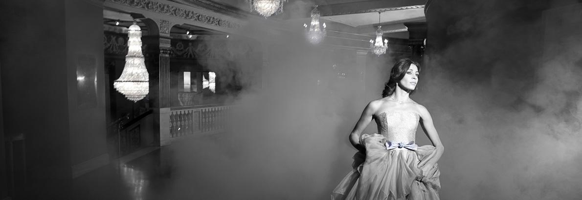 1190px_410px_Laura_smoke