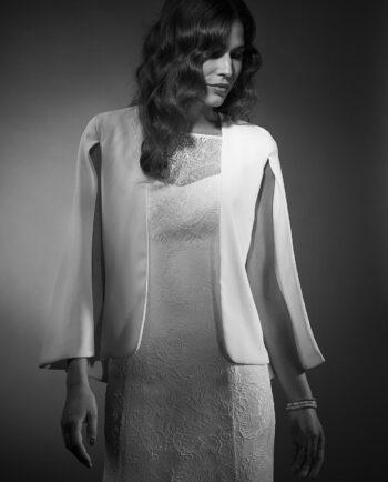 Vores klassiske Faye cape, er perfekt til bruden, der foretrækker at dække sig lidt til eller til de dage hvor der er lidt køligt. Den er også perfekt til Rådhusbrylluppet.