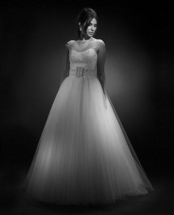 Saga weddinggown. Weddingdress. With Rosalind weddingtop and Anjelica Wedding sash. Wedding accessories. Bryllup. Gudnitz Copenhagen