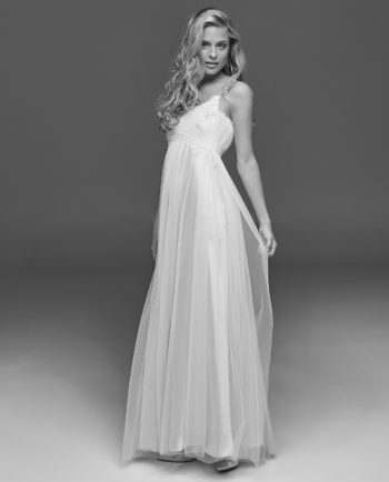 Marie Muse wedding dress. New Vintage - our New Vintage styles are either not continued styles or one-of-a-kind couture dresses. Bridal wear. Gudnitz Copenhagen
